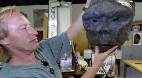 Le directeur d'un musée d'histoire naturelle de l'Idaho (États-Unis) présente le moulage en plâtre d'une tête présumée de yéti.