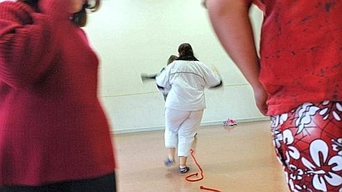 Adolescents pensionnaires d'un centre pour enfants obèses «La Béline», en 2004 à Salins-les-Bains.