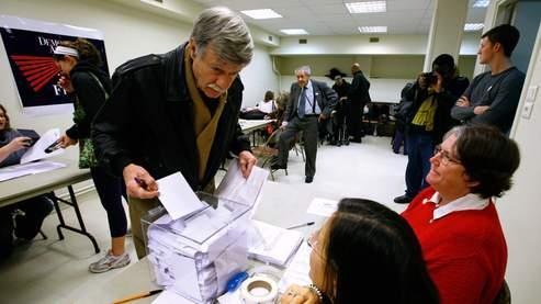 Des démocrates votent à l'église américaine de Paris. (AP).