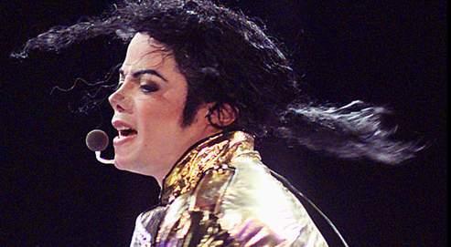 Après sept ans d'absence, le Roi de la pop réédite son album mythique Thriller, remixé par des artistes r'n'b. Il pourrait remonter sur scène à Londres pour30 concerts en 2008. Les négociations avec un producteur sont toujours en cours...