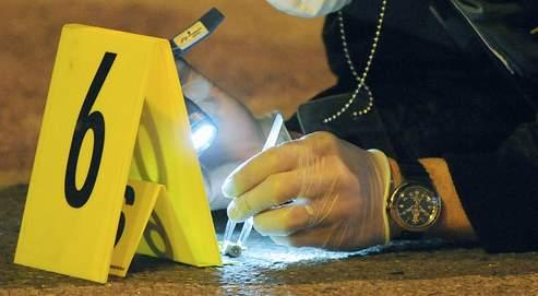 Les enquêteurs ont relevé une vingtaine d'impacts de balles autour du palais de justice d'Ajaccio.