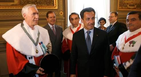 Nicolas Sarkozy a demandé au premier président de la Cour de cassation Vincent Lamanda (à gauche, ici lors de son audience d'insallation en 2007) de trouver un moyen d'appliquer la loi Dati aux criminels déjà condamnés.