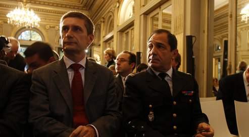 Frédéric Péchnard, directeur général de la police nationale et le général Guy Parayre, directeur général de la Gendarmerie nationale.
