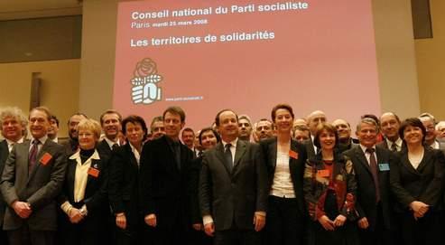 «Éléphants» et vainqueurs des dernières municipales se sont réunis hier à Paris pour le conseil national du PS, où le calendrier du prochain congrès a été adopté à l'issue de la réunion.