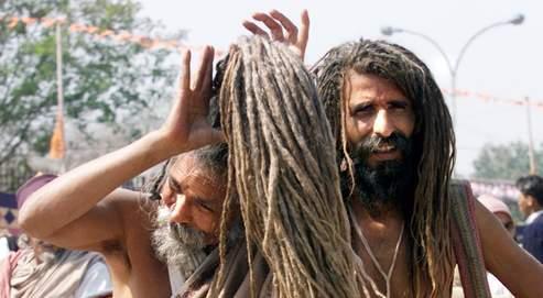 La durée de vie d'un cheveu masculin varie entre deuxet quatre ans, celui d'une femme, entre quatre et sept ans.