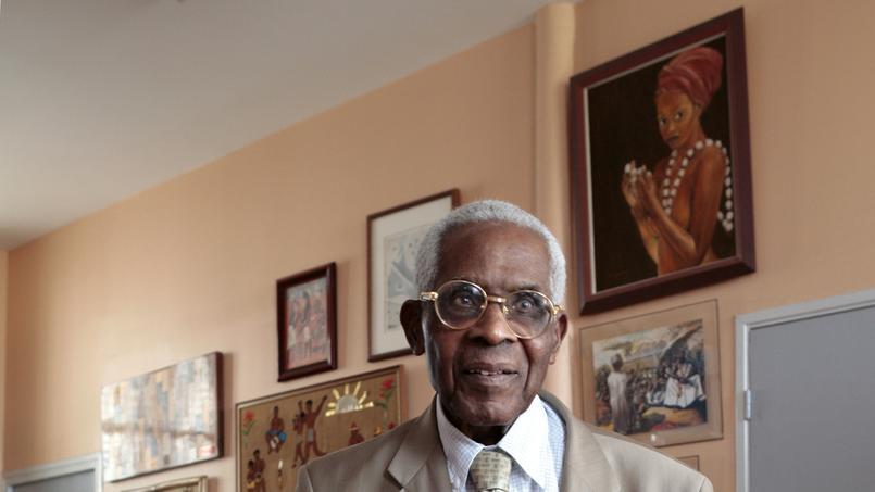 Aimé Césaire, maire «honoraire» de Fort-de-France, dans son bureau de l'ancien hôtel de ville.