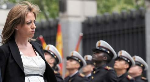 Enceinte de sept mois, l'étoile montante de la gauche veut rapprocher la société espagnole de ses forces armées.
