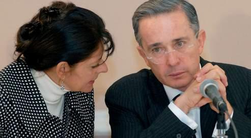 Alvaro Uribe avait fondé avait fondé le principal parti politique de Colombie, le Colombia Democratica, avec son cousin Mario, aujourd'hui mis en cause.