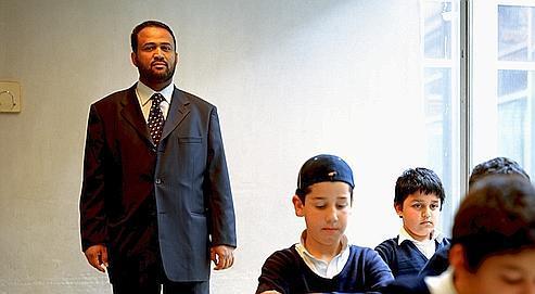 Un professeur d'Arabe dans l'école coranique de la mosquée M30 de Madrid. Le nombre de musulmans est estimé à 1,5million en Espagne.