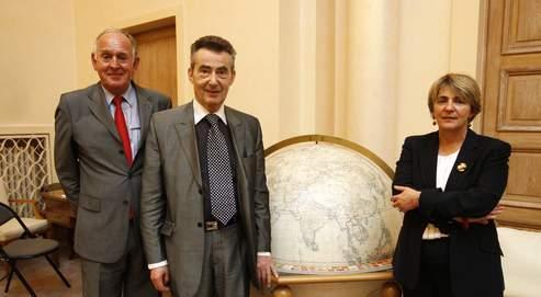 Jean-Claude Vuillemin, Dominique Latournerie et Gracieuse Lacoste, trois membres du Conseil supérieur de la magistrature, dans le hall central, auquel aucun photographe n'avait eu accès auparavant.