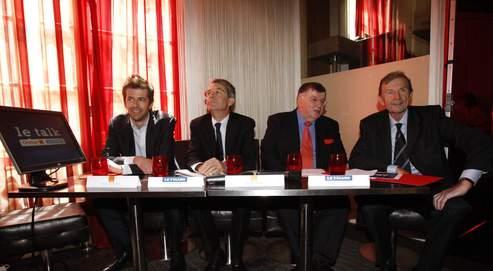 De gauche à droite, David Lacombled (directeur de l'antenne et des programmes des portails mobiles et Web d'Orange), Francis Morel (directeur général du groupe Le Figaro), Didier Lombard (PDG de France Télécom-Orange) et Étienne Mougeotte (directeur des rédactions du Figaro).