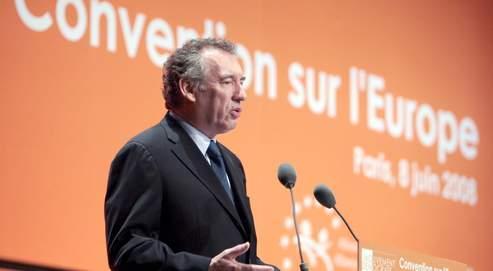 François Bayrou s'est inquiété, dimanche, devant 1500 sympathisants réunis à Paris, du «désamour» ambiant à l'égard de l'Europe.