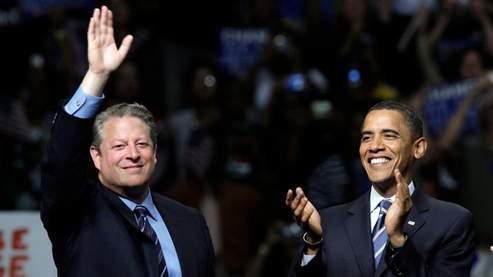 Al Gore et Barack Obama, lundi soir, à Detroit. (AP)