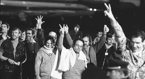 Depuis la prise d'otages à l'ambassade américaine à Téhéran (ici certains d'entre eux, après leur libération), par des partisans de Khomeyni, en 1979, les deux pays ont rompu tout lien officiel.
