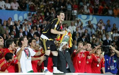 Iker Casillas a soulevé le trophée au terme d'un Euro pluvieux mais plaisant !