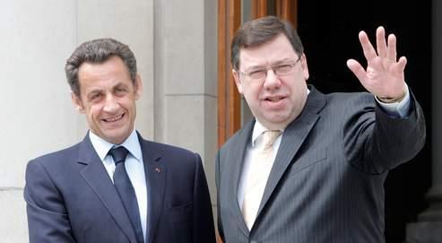 Brian Cowen accueille Nicolas Sarkozy lundi. Son gouvernement estime avoir «besoin de temps» pour réfléchir à une sortie de crise.