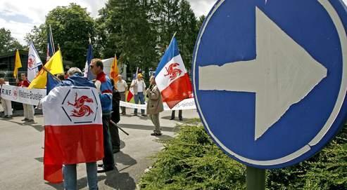 Des membres de «Rassemblement Wallonie-France» protestent le 12 juillet dernier, au lendemain de la fête de la Communauté flamande.
