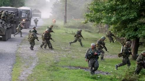 Des soldats russes prennent position en Abkhazie dimanche.