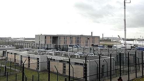 Des clandestins employés sur un centre de rétention
