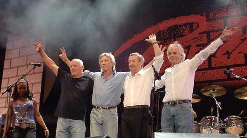 David Gilmour, Roger Waters, Nick Mason et Richard Wright (à droite) lors du concert Live 8 à Londres en 2005