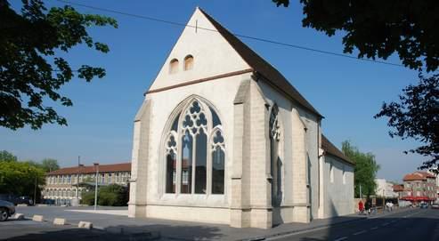 À Chelles, les églises Sainte-Croix et Saint-Georges ont été transformées en centre d'art contemporain.