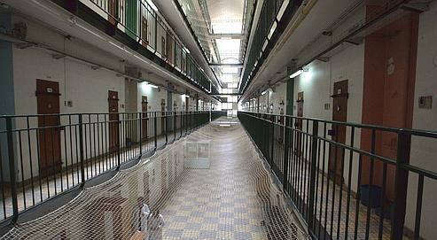 La prison de Fresnes, dont un étage de l'hôpital a été aménagé pour accueillir le premier centre de rétention de sûreté qui accueillera surtout des violeurs en série.