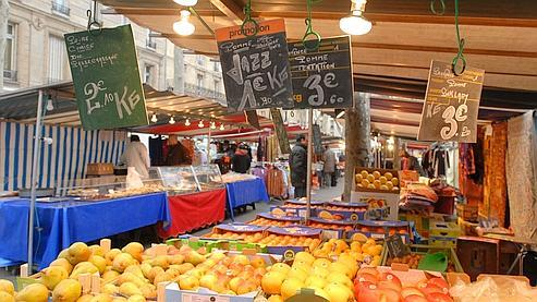 Marché place Monge (Photo: Fanny Le Dréau / Mairie de Paris)