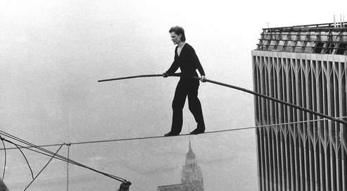 En 1974, Philippe Petit accomplissait l'exploit de traverser sur un câble l'espace qui séparait les Twin Towers de New York.