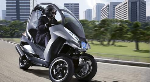 Classé dans la catégorie des tricycles à moteur, le trois-roues Peugeot peut se conduire avec un permis auto.