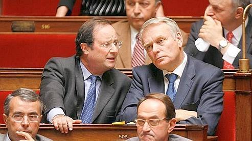 François Hollande et Jean-Marc Ayrault, sur les bancs de l'Assemblée nationale. (Bertrand Guay /A FP)