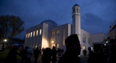 La mosquée, inaugurée jeudi à Berlin, a été placée sous surveillance après la vague de protestations suscitée par sa construction.