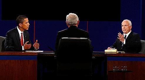 John McCain (à droite) s'est montré plus agressif et plus précis lors du débat de mercredi mais cela n'a pas suffi à déstabiliser Barack Obama, qui est resté calme et concentré sur son message.