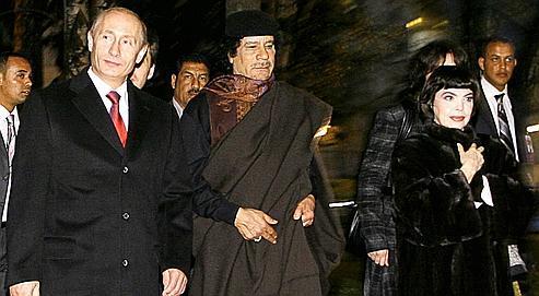 Mireille Mathieu séduit Kadhafi et Poutine