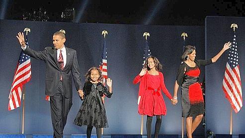 «C'est votre victoire», a lancé Barack Obama, avant d'être rejoint sur scène par la nouvelle First Lady, Michelle Obama et leurs deux filles, Malia et Sasha.