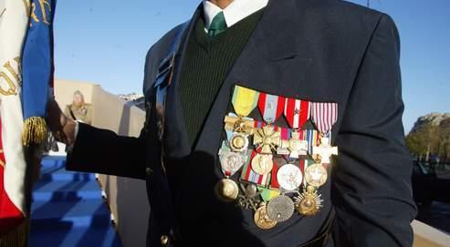 Les affaires de fausses d corations se multiplient - Port de la tenue militaire en retraite ...