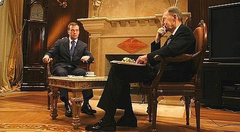 Dmitri Medvedev (ici, à gauche, à Gorki, lors de l'entretien) : «Nous sommes prêts à réfléchir à un système de sécurité globale avec les États-Unis, les pays de l'Union européenne et la Fédération de Russie.» (Crédits photo : Présidence russe)