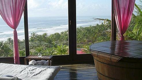 L'hôtel «Txai d'Itacaré» dispose de vastes bungalows face à la mer, espacés dans une cocoteraie de manière à «assurer la tranquillité des hôtes». (photo DR)