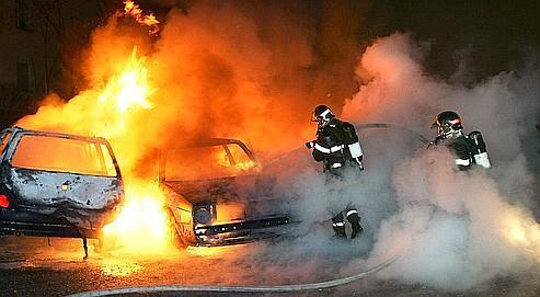 Incendies de voitures: des questions et une polémique