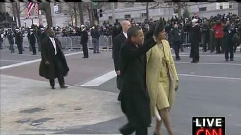 La parade remontait lentement les 2,4km de Pennsylvania Avenue, célèbre artère qui sépare le siège du Congrès américain de celui de la présidence des Etats-Unis. Capture de CNN.