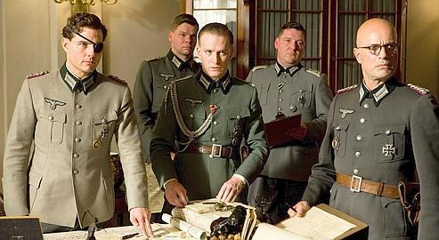 Tom Cruise (à gauche) incarne la colonel Claus von Stauffenberg qui a rejoint la conjuration des officiers décidés à éliminer le Führer.