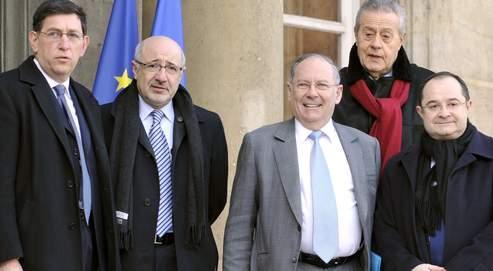 Richard Prasquier (au centre) sur les marches de l'Elysée.