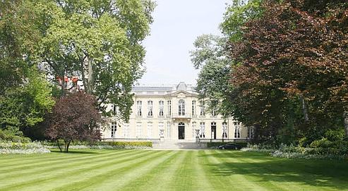 Depuis dix ans, la commission de récolement des dépôts d'oeuvres d'art s'efforce de recenser les 307 000 objets prêtés par l'État pour orner les intérieurs des bâtiments officiels (ici Matignon). (Delort/Le Figaro)