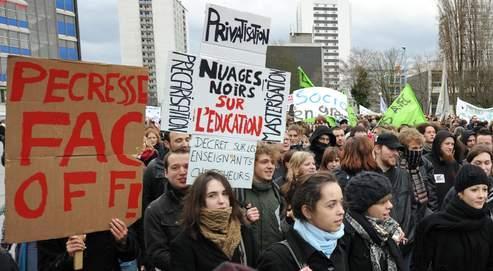 Mardi, les étudiants se sont joints à la contestation de leurs professeurs dans les rues des grandes villes, comme ici à Strasbourg.