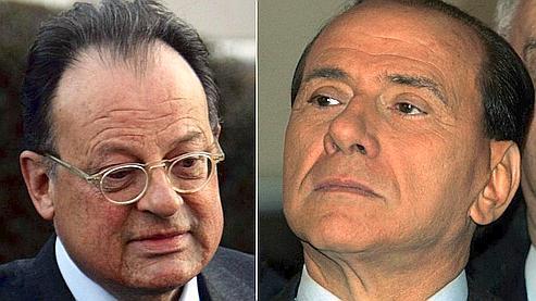 David Mills (à gauche), avocat de Silvio Berlusconi (à droite), a été reconnu coupable de faux témoignages moyennant rémunération.