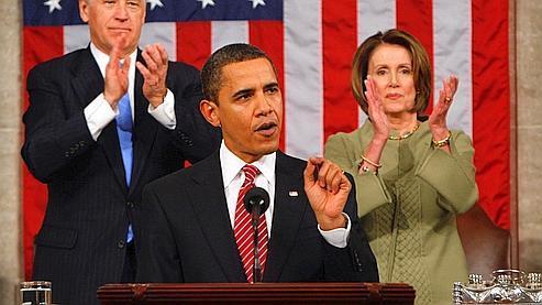 «Je veux que tous les Américains sachent ceci : nous allons reconstruire, nous allons nous rétablir», a notamment expliqué Barack Obama, ici applaudi par Joe Biden, son vice-président, et Nancy Pelosi, présidente de la Chambre des représentants .