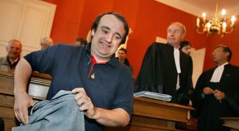 Aujourd'hui réfugié en Suisse, Vincent Reynouard a été condamné en 2007 par le tribunal correctionnel de Saverne (Bas-Rhin) à un an de prison ferme.