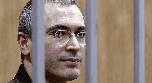 Condamné en 2005 à huit ans de travaux forcés pour fraude et évasion fiscales, Mikhaïl Khodorkovski est aujourd'hui accusé de «détournement de biens», «détournement de fonds» et «opérations financières illégales».