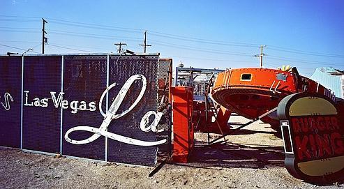 De vieux néons entreposés dans une décharge de Las Vegas. La métropole du Nevada affiche désormais un taux de chômage de plus de 10%, supérieur à la moyenne nationale.