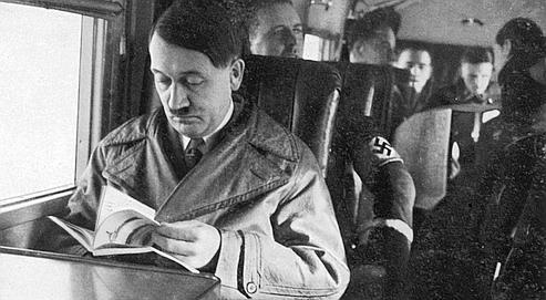 D'après Timothy W. Ryback , «Hitler lisait tout le temps. Et parfois il annotait ses livres, toujours au crayon à papier.»