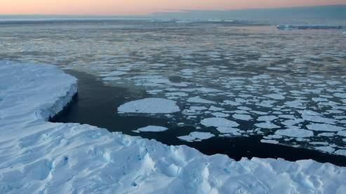 Les scientifiques mettent évidemment le réchauffement climatique au rang des principaux responsables de la fonte des glaces.